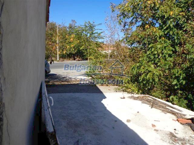 11507:17 - Cheap massive partly renovated rural house in Bourgas
