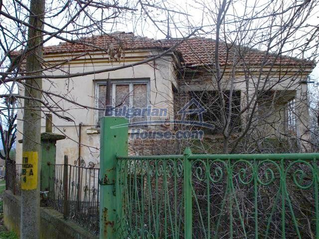 11521:1 - Low priced rural house with a vast garden near Elhovo