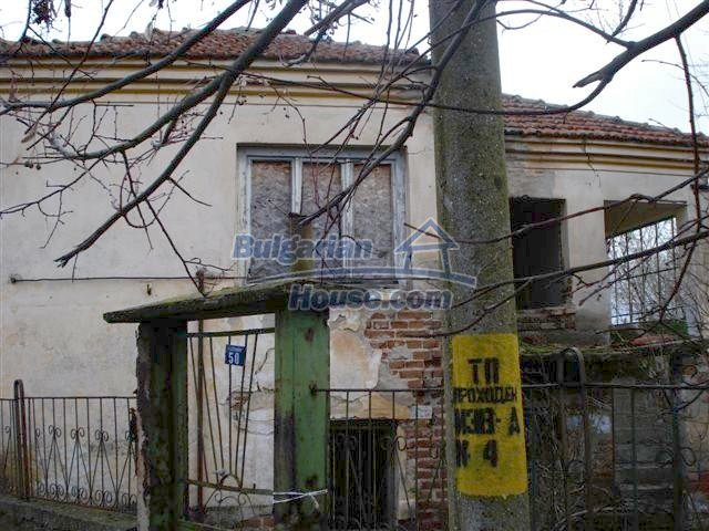 11521:4 - Low priced rural house with a vast garden near Elhovo