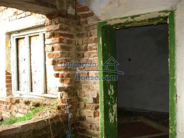 11521:11 - Low priced rural house with a vast garden near Elhovo