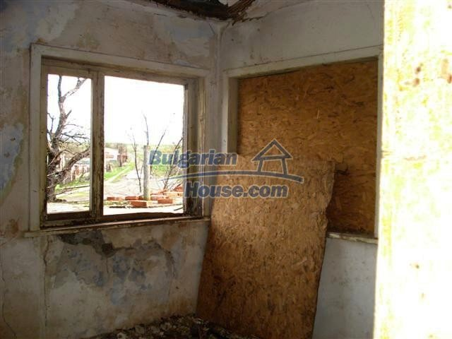 11521:12 - Low priced rural house with a vast garden near Elhovo