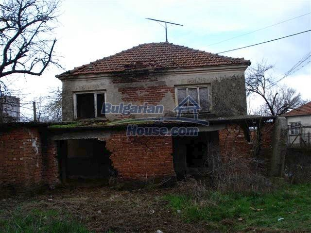 11521:6 - Low priced rural house with a vast garden near Elhovo