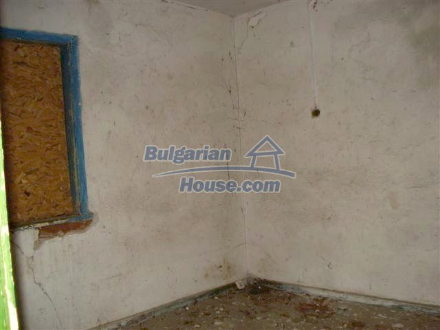 11521:9 - Low priced rural house with a vast garden near Elhovo