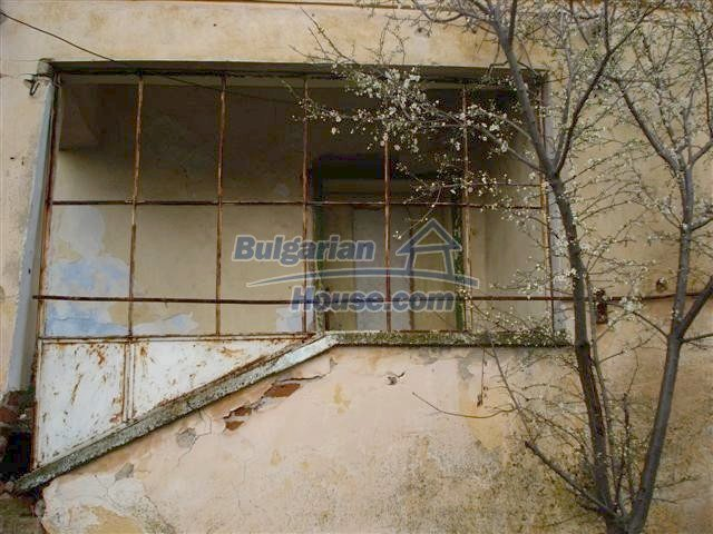 11521:10 - Low priced rural house with a vast garden near Elhovo