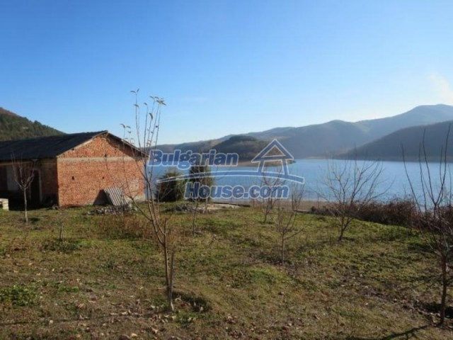 11524:3 - House with a vast garden on the bank of the Kardhzali Dam