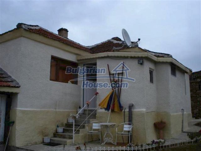11529:1 - Sunny cheap rural house with a vast garden near Elhovo