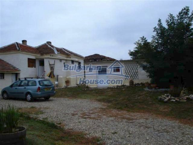 11529:3 - Sunny cheap rural house with a vast garden near Elhovo