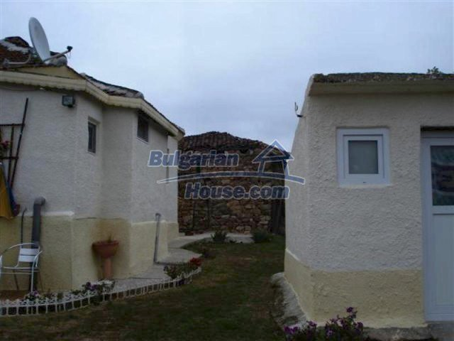 11529:4 - Sunny cheap rural house with a vast garden near Elhovo