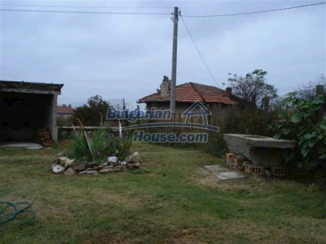 11529:18 - Sunny cheap rural house with a vast garden near Elhovo