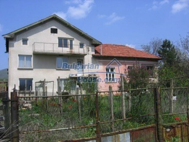 11571:1 - Cheap spacious country house 5 km from Vratsa