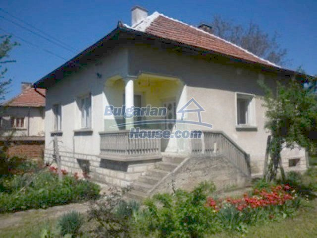 11572:1 - Large and sunny rural house with a lovely garden - Vratsa