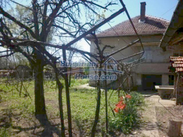 11572:10 - Large and sunny rural house with a lovely garden - Vratsa