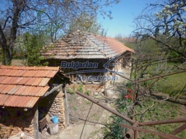 11572:19 - Large and sunny rural house with a lovely garden - Vratsa