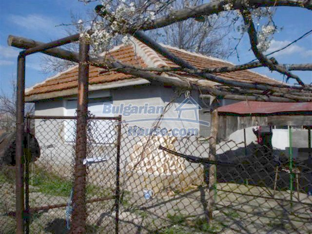 11575:2 - Nice and low priced rural house 3 km away from Elhovo