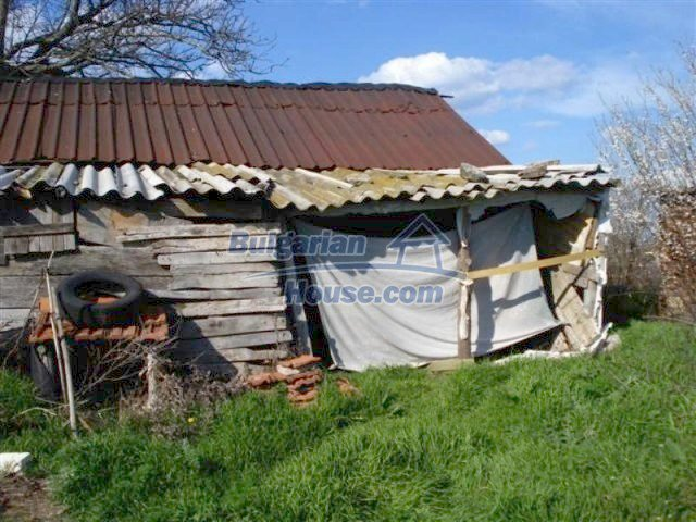 11575:8 - Nice and low priced rural house 3 km away from Elhovo