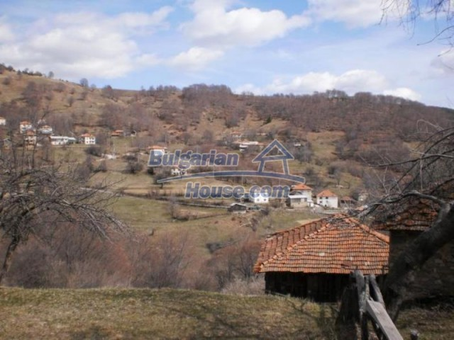 11583:18 - Nice well kept house with a sunny garden near Kardzhali