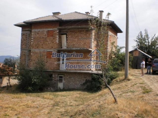 11584:3 - Spacious family house with a large garden near Pamporovo