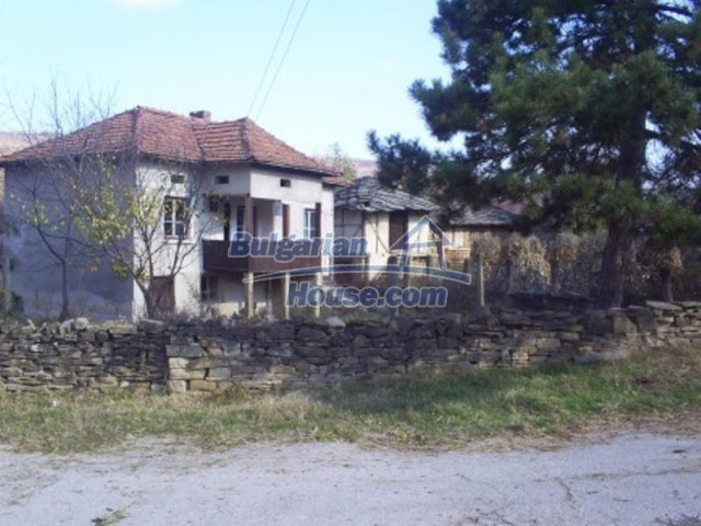 11586:2 - Cheap and nice rural house surrounded by forest - Vratsa