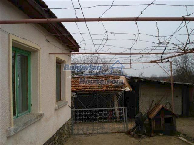 11607:12 - Cozy country house with a spacious garden near Elhovo