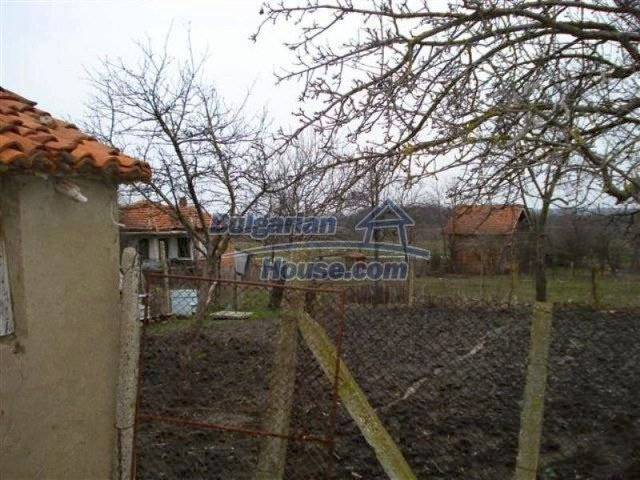 11607:15 - Cozy country house with a spacious garden near Elhovo