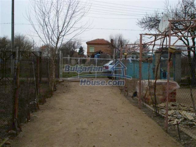 11607:19 - Cozy country house with a spacious garden near Elhovo