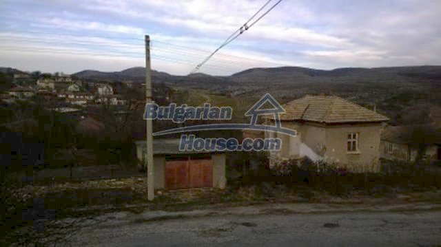 11612:17 - Cheap charming rural property near Vratsa surrounded by hills