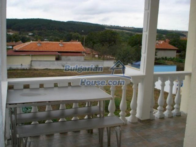 11623:22 - House with a sunny garden and a lovely swimming pool - Elhovo