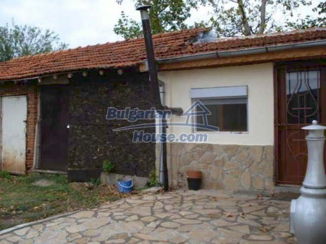 11623:23 - House with a sunny garden and a lovely swimming pool - Elhovo