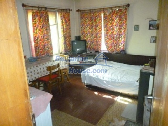 11668:8 - Two nice cheap houses and a huge garden 25 km from Danube River