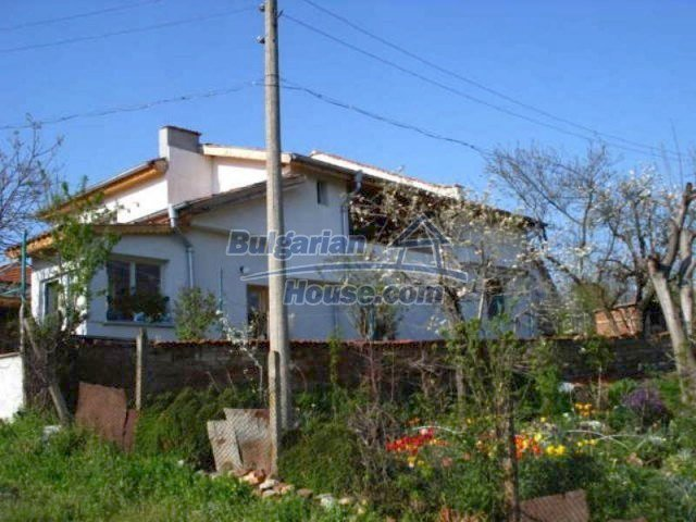 11672:1 - House with a spacious garden and a barbecue area in Elhovo town