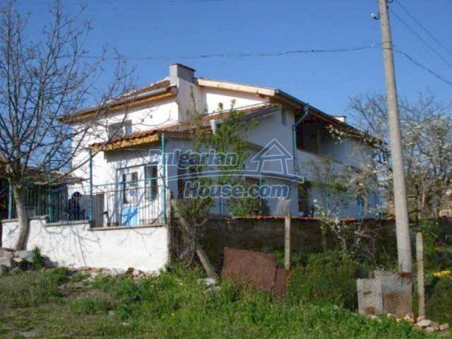 11672:2 - House with a spacious garden and a barbecue area in Elhovo town