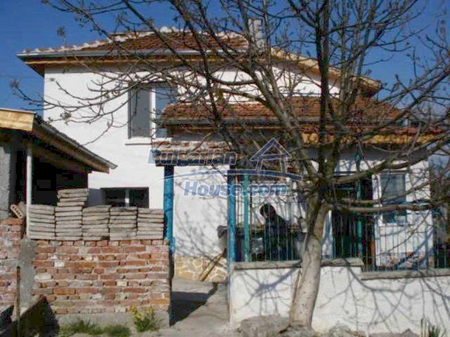 11672:3 - House with a spacious garden and a barbecue area in Elhovo town