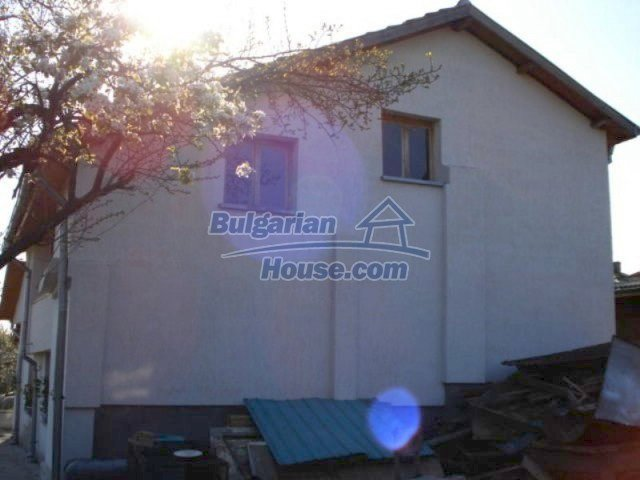 11672:4 - House with a spacious garden and a barbecue area in Elhovo town