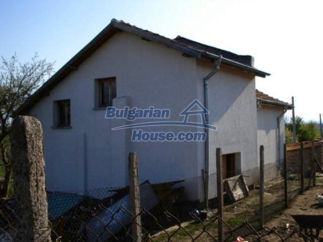 11672:5 - House with a spacious garden and a barbecue area in Elhovo town