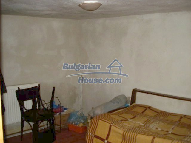 11672:13 - House with a spacious garden and a barbecue area in Elhovo town