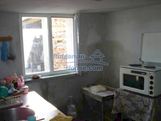 11672:14 - House with a spacious garden and a barbecue area in Elhovo town