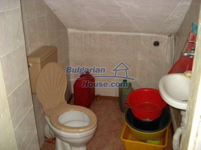 11672:15 - House with a spacious garden and a barbecue area in Elhovo town