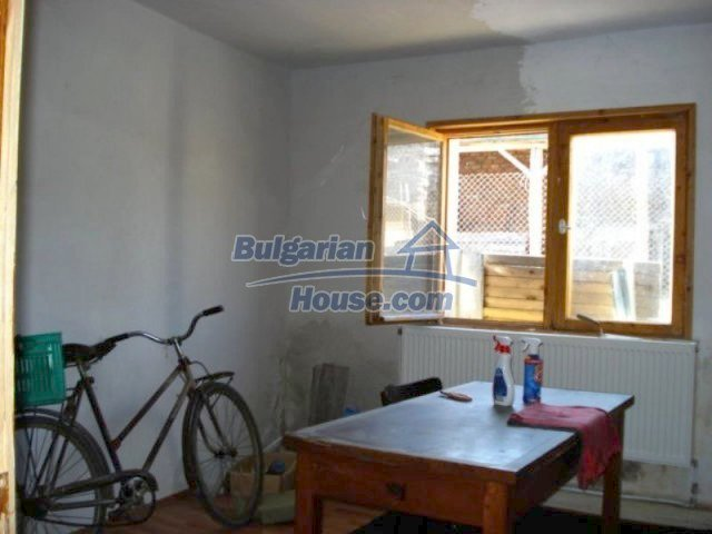 11672:9 - House with a spacious garden and a barbecue area in Elhovo town