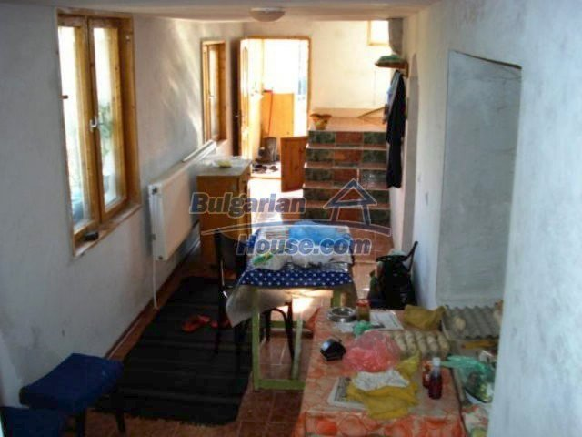11672:10 - House with a spacious garden and a barbecue area in Elhovo town