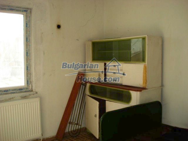 11672:19 - House with a spacious garden and a barbecue area in Elhovo town