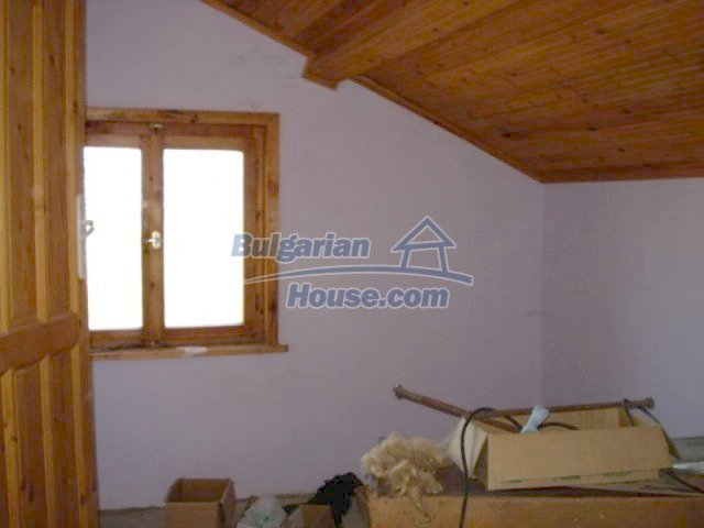 11672:22 - House with a spacious garden and a barbecue area in Elhovo town