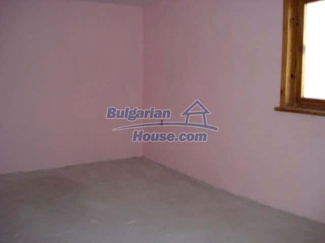 11672:23 - House with a spacious garden and a barbecue area in Elhovo town