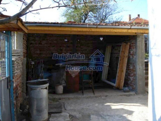 11672:25 - House with a spacious garden and a barbecue area in Elhovo town