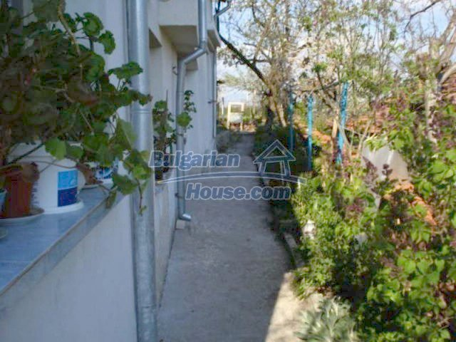 11672:26 - House with a spacious garden and a barbecue area in Elhovo town