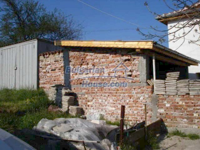 11672:27 - House with a spacious garden and a barbecue area in Elhovo town