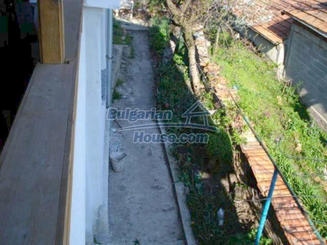 11672:32 - House with a spacious garden and a barbecue area in Elhovo town