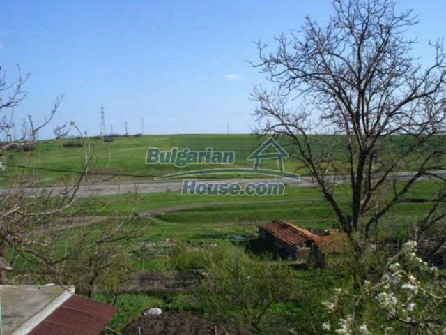 11672:33 - House with a spacious garden and a barbecue area in Elhovo town