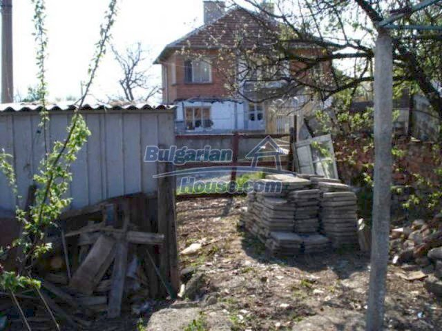 11672:31 - House with a spacious garden and a barbecue area in Elhovo town