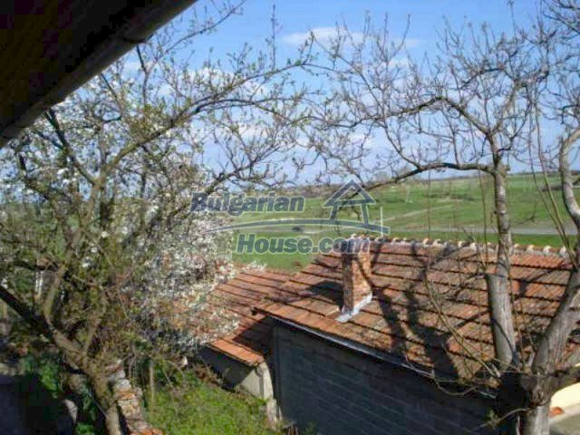 11672:36 - House with a spacious garden and a barbecue area in Elhovo town