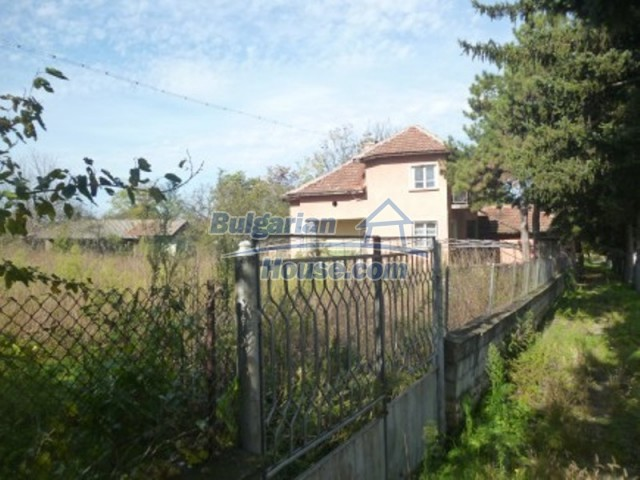 11673:3 - Solid maintained rural house near a river in Vratsa region